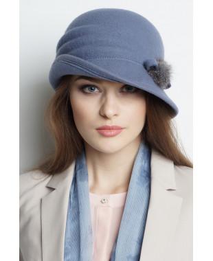 Шляпа из фетра с асимметричным полем и меховой отделкой