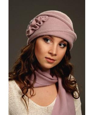 Женская шляпка с отворотом и двухцветными лепестками