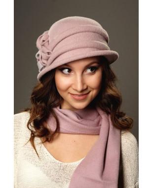 Женская шляпка с композицией из розочек