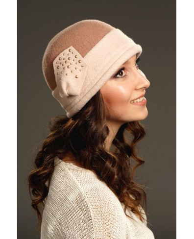 Женская шапочка с двухцветной тульей