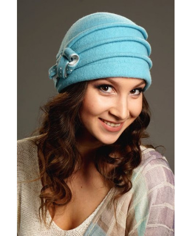Женская шапочка с защипами и бантиком с жемчужинами