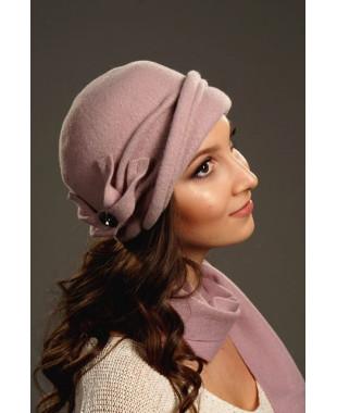 Женская шапочка с отворотом и бантиком