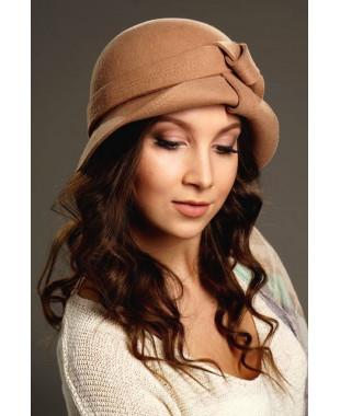 Женская фетровая шляпка с плоским узлом