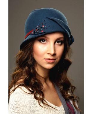 Женская фетровая шляпка с лепестком