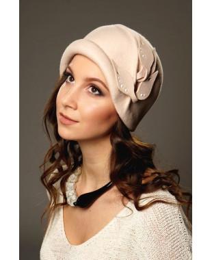 Женская фетровая шапочка с бортиком