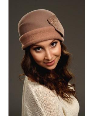 Женская фетровая шапочка с трикотажем и плоским лепестком