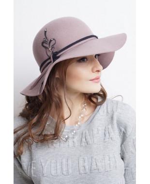 Женская шляпка из фетра с рисунком и бусинами
