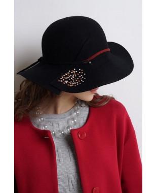 Женская шляпка из фетра с кабашонами