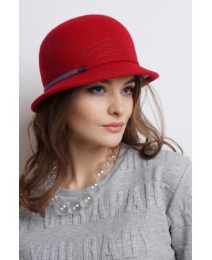Женская шляпка из фетра с внутренним цветным полем