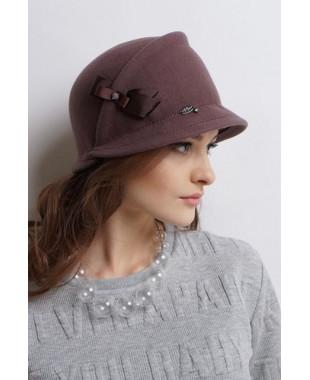 Женская шляпка из фетра с бантиком в подрезе