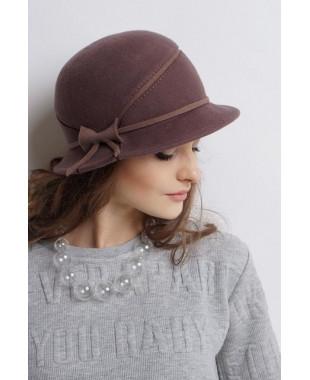 Женская шляпка из фетра с подрезом