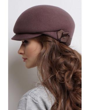 Женская кепка из фетра с пояском