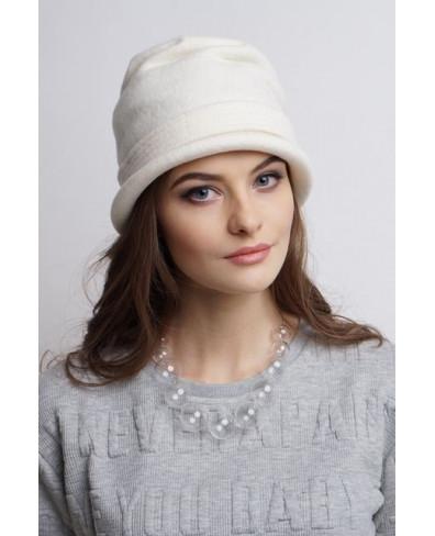 Женская шляпка из войлока с драпированной макушкой и пояском