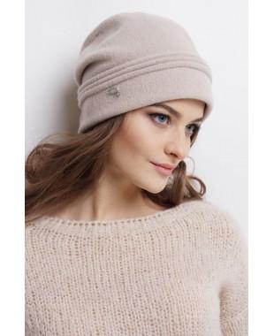 Женская шапочка из войлока мягкой формы с декором сзади