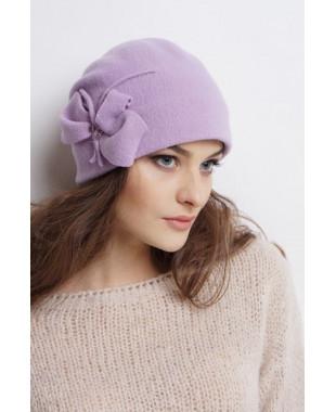 Женская шапочка из войлока с защипом сзади и бантом