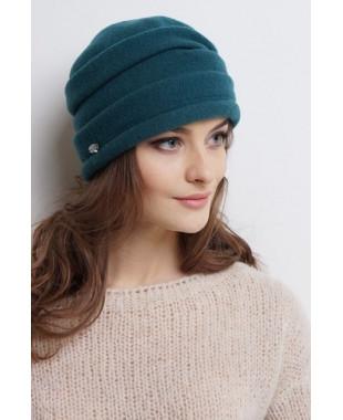Женская шапочка из войлока с защипами и отворотом