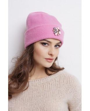 Женская шапочка из войлока с отворотом и композицией из камней
