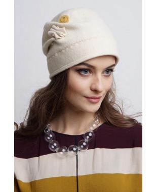 Женская шапочка из войлока мягкой формы с брошкой-булавкой
