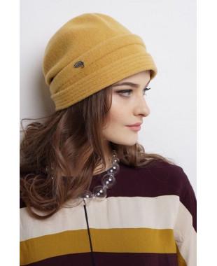 Женская шапочка-трансформер из войлока с лейблом