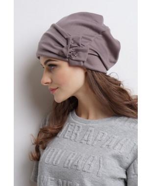 Женская трикотажная шапочка мягкой формы с подрезом