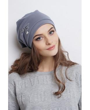 Женская трикотажная шапочка мягкой формы с узлом на макушке