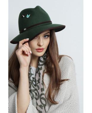 Шляпа из фетра со значками