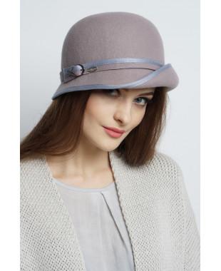 Шляпа из фетра с полем вверх