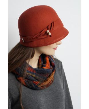 Шляпа-клош из фетра с плетеным пояском
