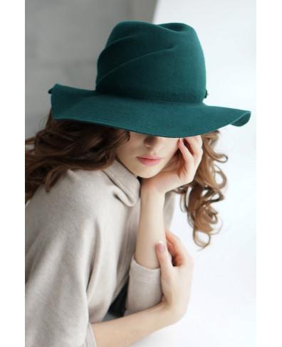 Шляпа из фетра со складками по тулье
