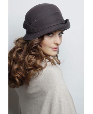 Шляпа из фетра с полем вверх и складкой