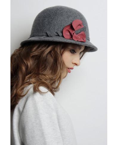Шляпа из фетра с цветком