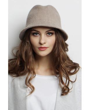 Шляпа-федора из формованного трикотажа с подвеской