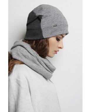 Трикотажная шапочка мягкой формы двухцветная